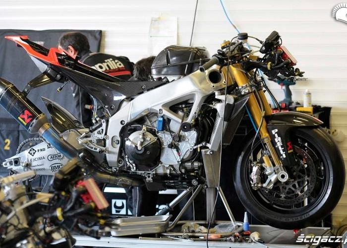 Gola RSV4 Testy WSBK Jerez 2013