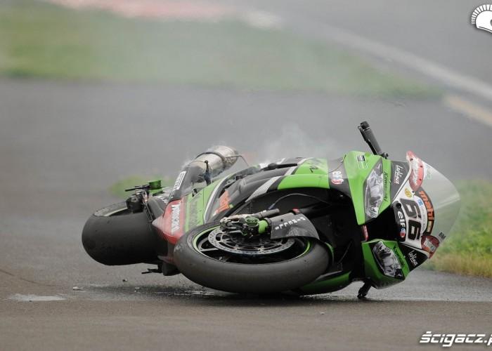 17 Kawasaki poleglo