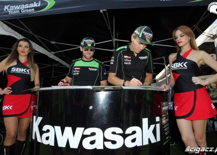 Box Kawasaki Imola 2013 dziewczyny