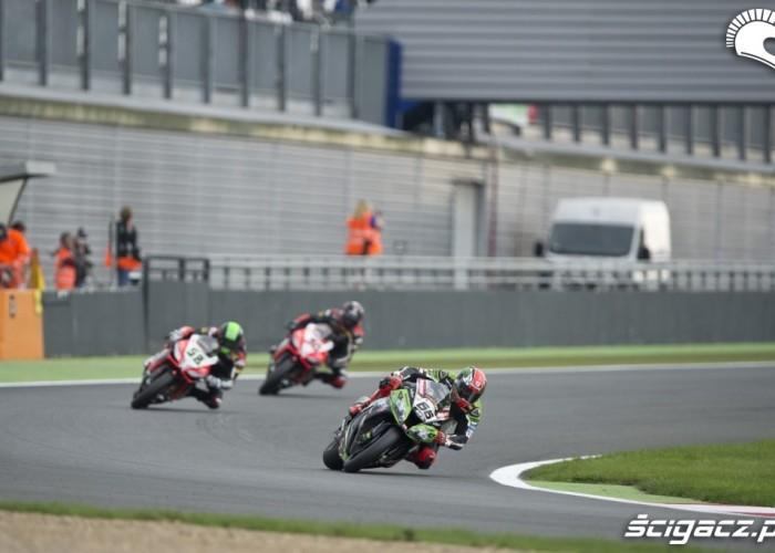 Kawasaki i Aprilia Runda WSBK Magny Cours