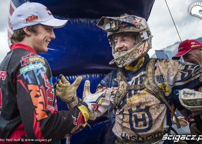 na mecie erzbergrodeo 2014 red bull hare scramble