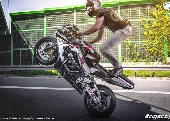 stand wheelie Killing The Streets 2014