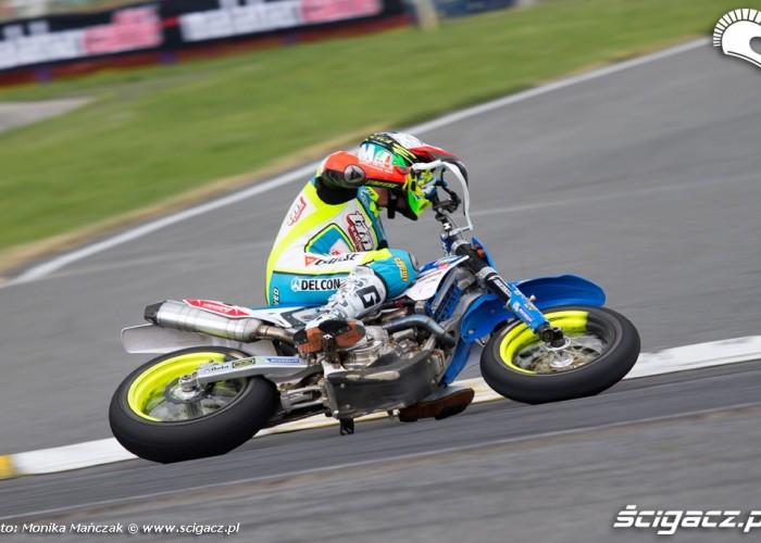na zakrecie FIM Supermoto GP Czech