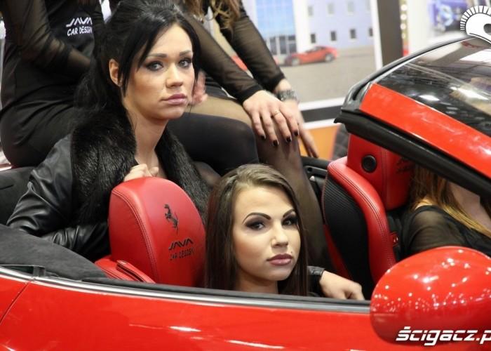 Ferrari hostessy