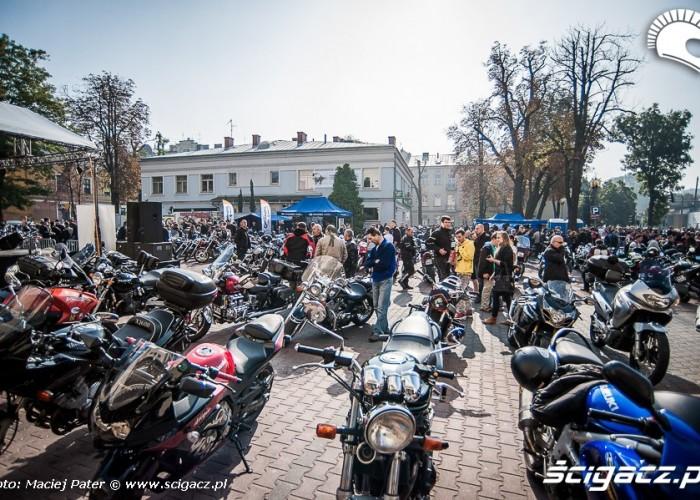 motocyklisci w tarnowie na placu