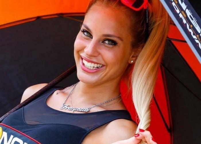 hostessy motogp blondynka ngm
