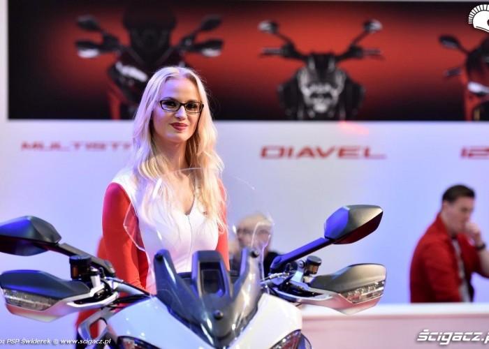 Dziewczyny Ducati Wystawa motocykli i skuterow 2015
