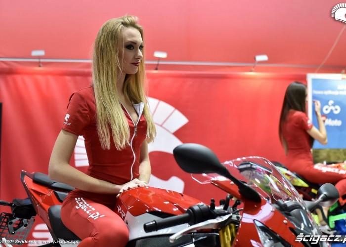 Wystawa motocykli i skuterow 2015 hostessa Scigacz