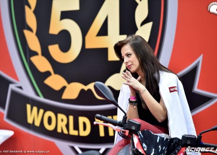 Wystawa motocykli i skuterow 2015 hostessy