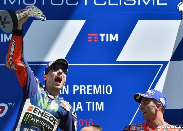 lorenzo podium mugello 2016