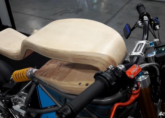 drewno motocykl