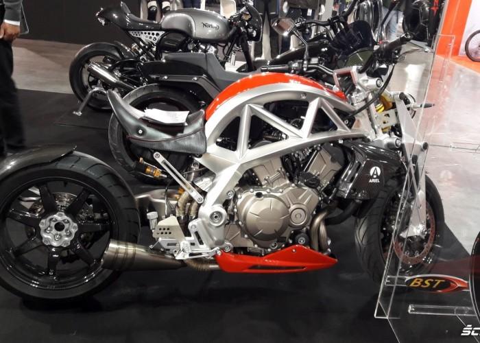 motocyklowy kosmita