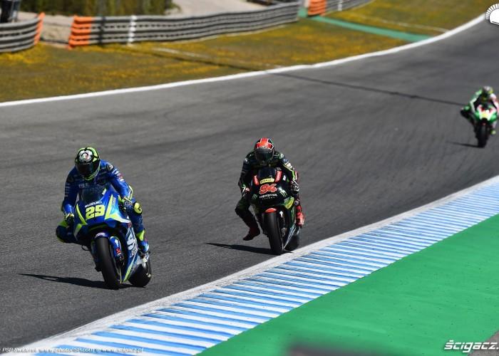 6 MotoGP Jerez Andrea Iannone 29 Suzuki wyscig B 7