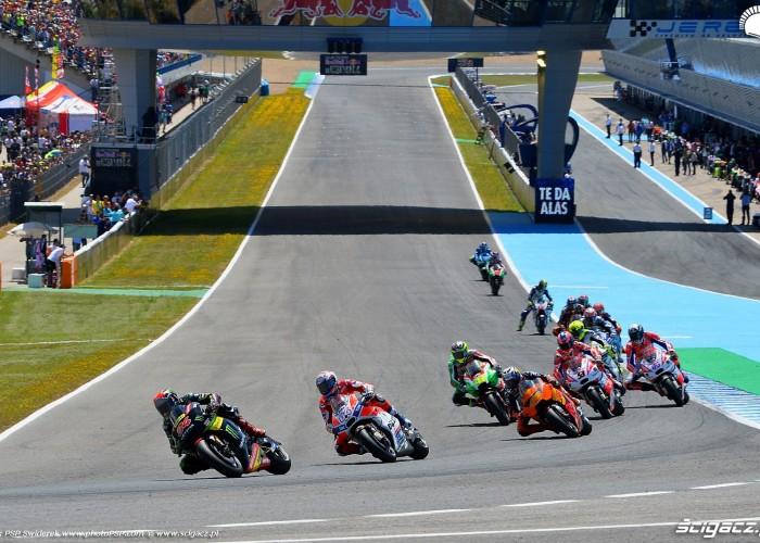 8 MotoGP Jerez Jonas Folger 94 Yamaha Tech3 wyscig B 2