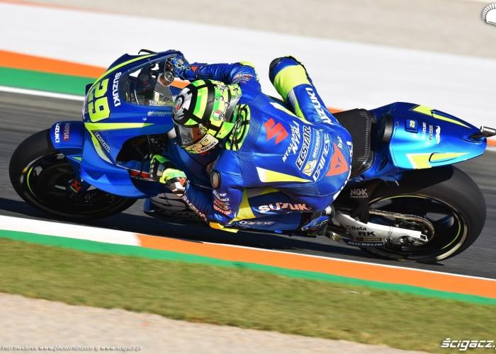 MotoGP Walencja 2017 29 Andrea Iannone Ecstar Suzuki 15