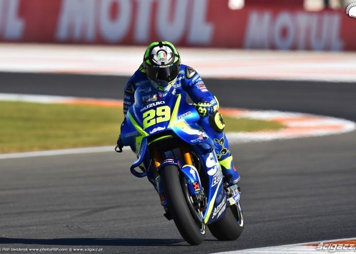 MotoGP Walencja 2017 29 Andrea Iannone Ecstar Suzuki 16