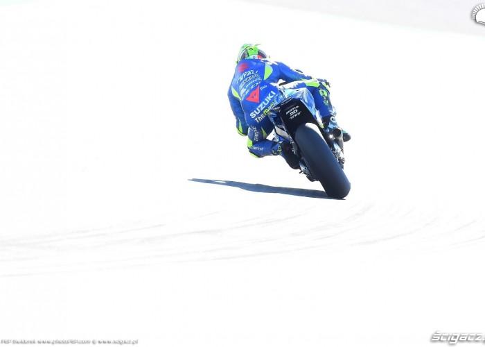 MotoGP Walencja 2017 29 Andrea Iannone Ecstar Suzuki 24