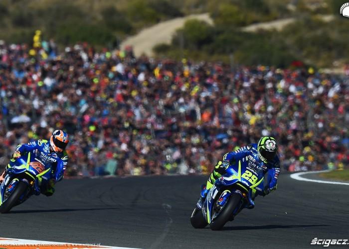 MotoGP Walencja 2017 29 Andrea Iannone Ecstar Suzuki 28