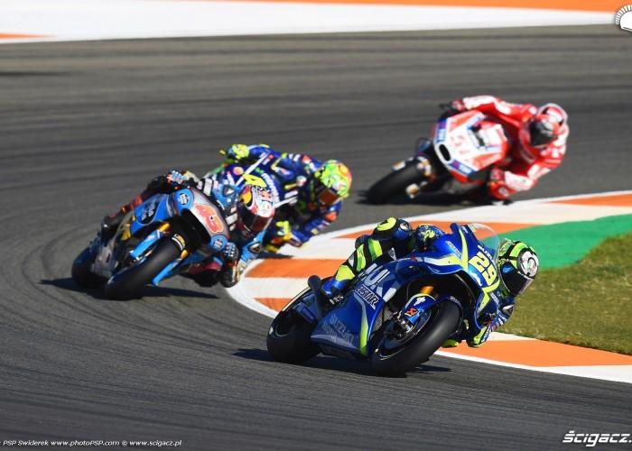 MotoGP Walencja 2017 29 Andrea Iannone Ecstar Suzuki 34