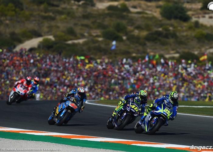 MotoGP Walencja 2017 29 Andrea Iannone Ecstar Suzuki 36