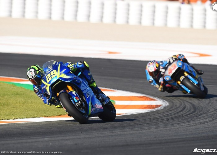 MotoGP Walencja 2017 29 Andrea Iannone Ecstar Suzuki 39