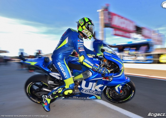 MotoGP Walencja 2017 29 Andrea Iannone Ecstar Suzuki 4