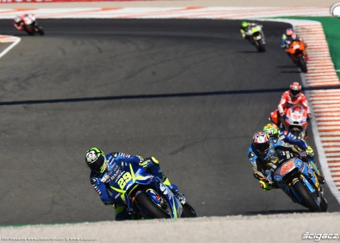MotoGP Walencja 2017 29 Andrea Iannone Ecstar Suzuki 7