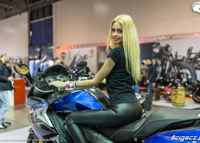 Moto Expo 2017 dziewczyna na BMW