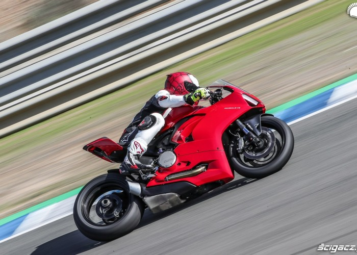 10 ducati panigale v2 test