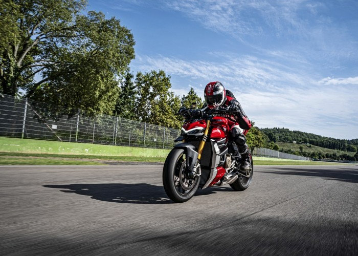 MY20 DUCATI STREETFIGHTER V4 S AMBIENCE 17 UC101637 Mid