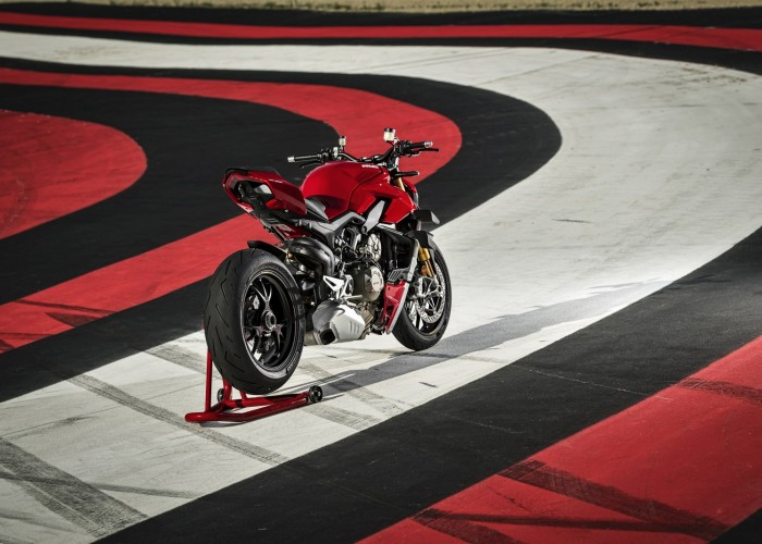 MY20 DUCATI STREETFIGHTER V4 S AMBIENCE 18 UC101636 Mid