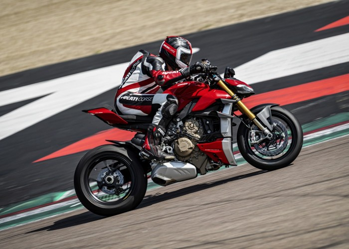 MY20 DUCATI STREETFIGHTER V4 S AMBIENCE 21 UC101644 Mid