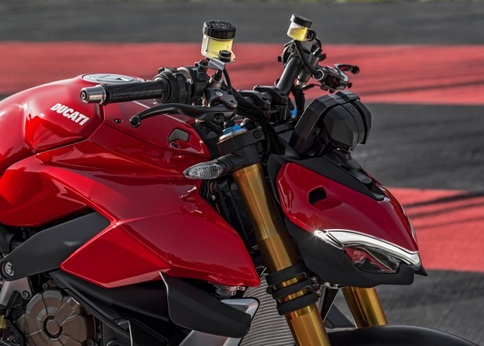 MY20 DUCATI STREETFIGHTER V4 S AMBIENCE 30 UC101652 Mid