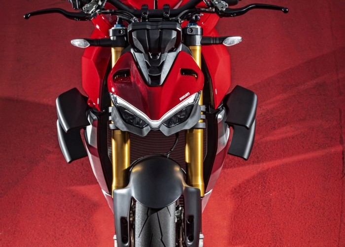 MY20 DUCATI STREETFIGHTER V4 S AMBIENCE 35 UC101656 Mid