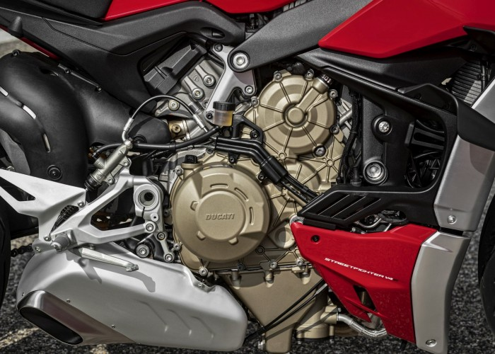 MY20 DUCATI STREETFIGHTER V4 S AMBIENCE 41 UC101662 Mid