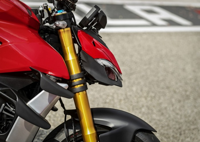 MY20 DUCATI STREETFIGHTER V4 S AMBIENCE 42 UC101663 Mid