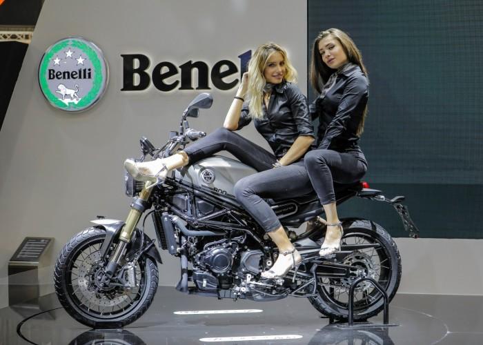 Benelli Leoncino800 dwiehostessy