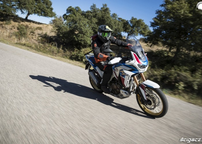 africa twin 1100 adventure sports na asfalcie