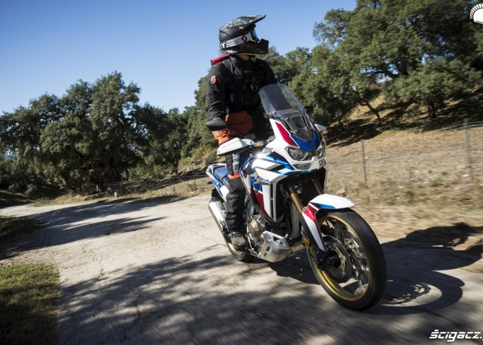 africa twin 1100 adventure sports na stojaco