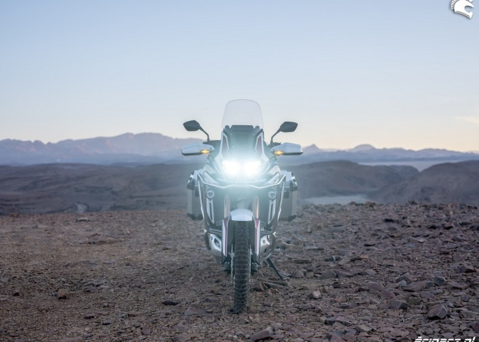 africa twin 1100 adventure sports swiatla