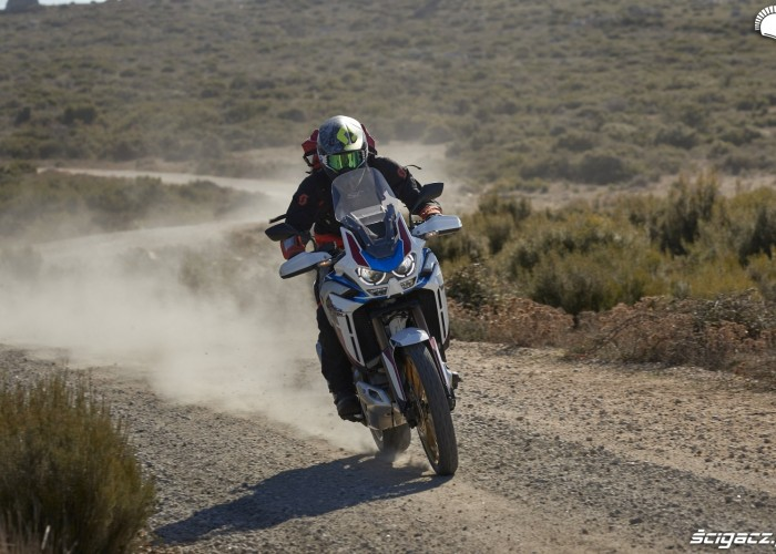 honda africa twin 1100 adventure sports barry testuje