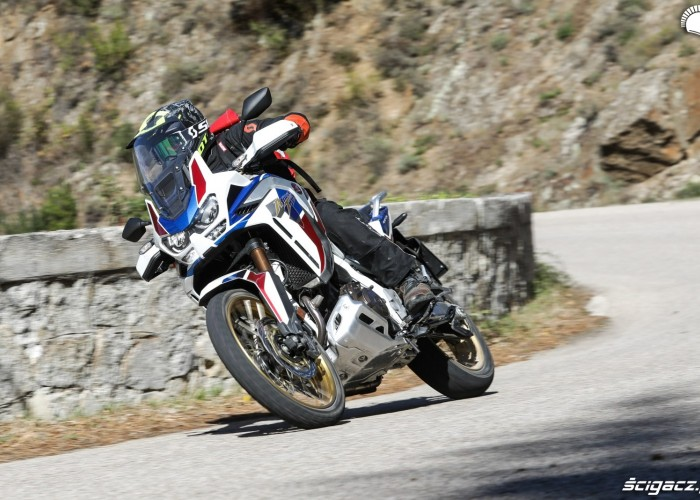 honda africa twin 1100 adventure sports motocykl scyzoryk