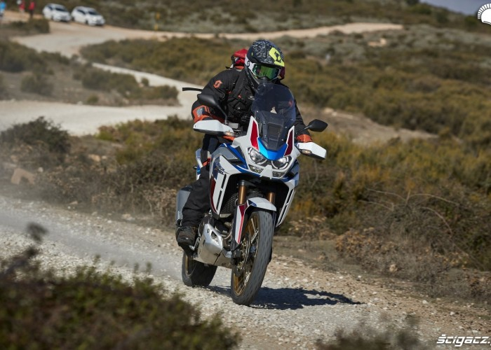 honda africa twin 1100 adventure sports na szutrach