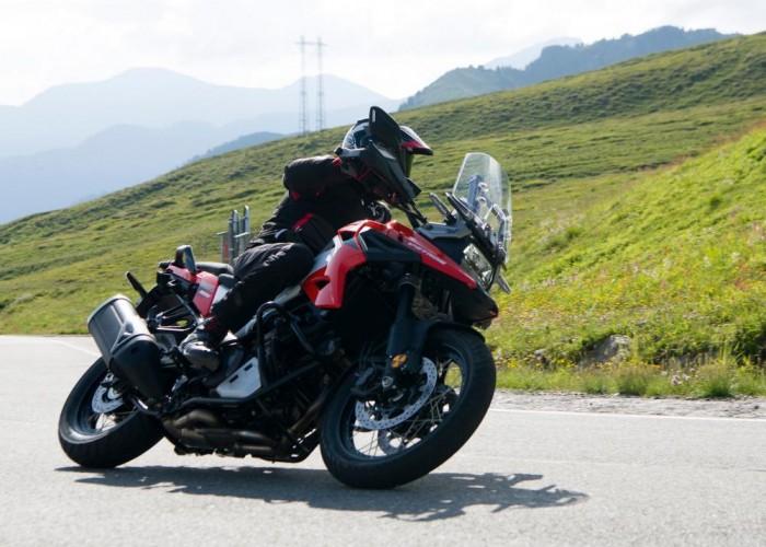 2020 Suzuki V Strom 1050 lewy zakret przod