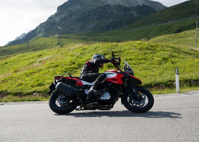 2020 Suzuki V Strom 1050 lewy zakret zlozenie