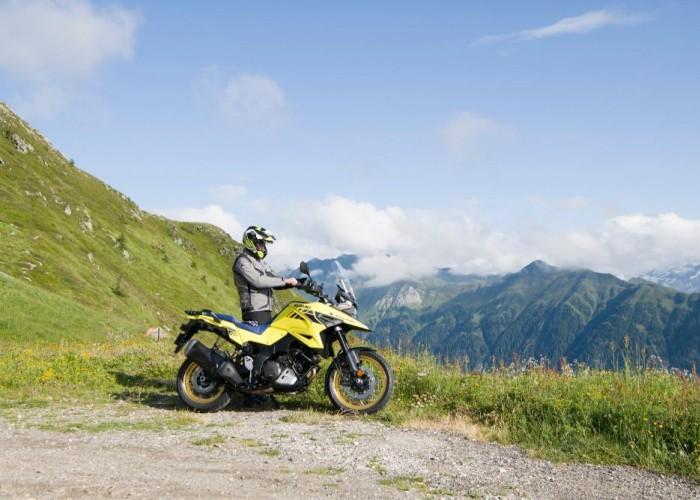 2020 Suzuki V Strom 1050 postoj bok kierowca gory