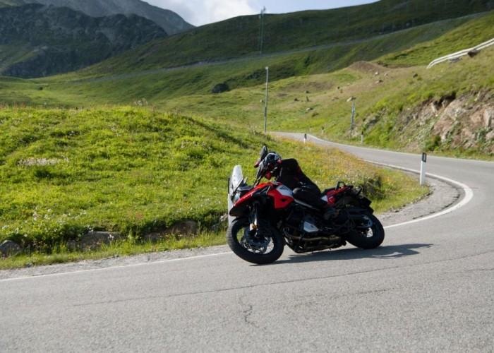 2020 Suzuki V Strom 1050 prawy zakret serpentyna