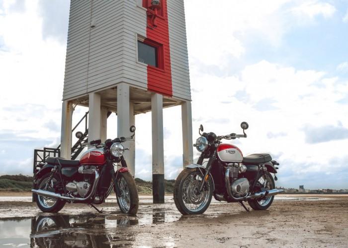 Dwa Triumph Bonneville Bud Ekins