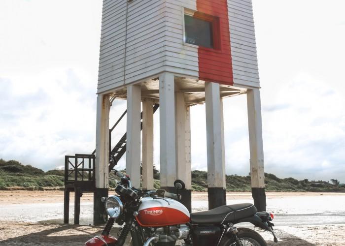 Triumph Bonneville Bud Ekins budynek