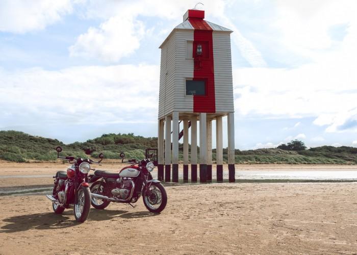 Triumph Bonneville Bud Ekins dwa motocykle budynek